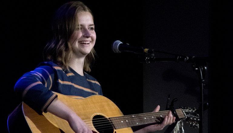 Singer/songwriterlinjen spelar live
